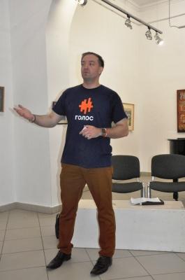У Чернівцях кандидат у нардепи від «Голосу» презентував свою команду – фото