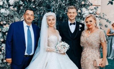 Аліна Гросу показала весільні фото з батьками – фото