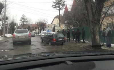 У Чернівцях група жителів анонсувала самоорганізований ремонт вулиці Щербанюка