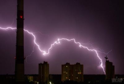 На Буковині оголосили штормове попередження: очікується град і шквали