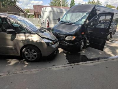 Потрійна ДТП у Чернівцях: автівки отримали пошкодження – фото