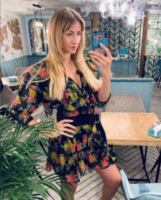 Скромна Леся Нікітюк з'явилася в маминій сукні