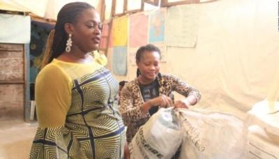Школи у Нігерії дозволили платити за навчання дітей пластиковими пляшками