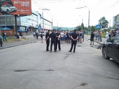 Каспрук підтримує активістів, які не пускають вантажний транспорт на вулицю Хотинську