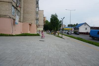 Громадський простір за мільйон гривень: як виглядає зона відпочинку на Калічанці - фото