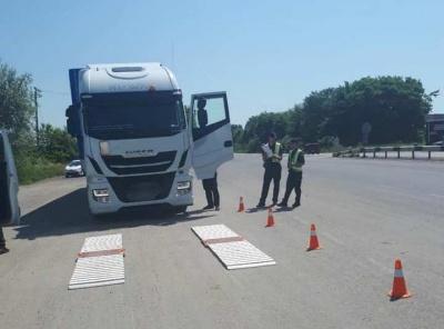 На дорогах Буковини обмежили рух вантажівок через спеку: за добу 38 порушників