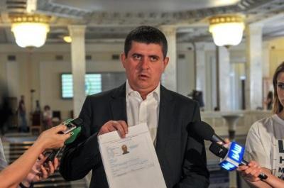 Бурбак заявив, що двоє його конкурентів на окрузі мають громадянство Румунії
