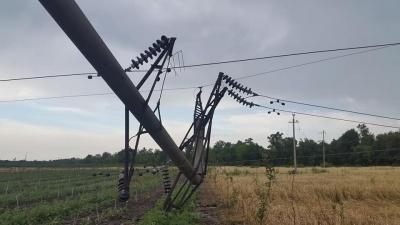 Майже 40 міст і сіл на Буковині залишились без світла, 80 будинків - без дахів