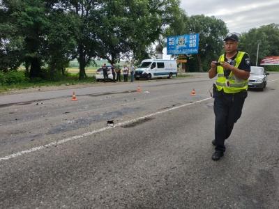 Неподалік Чернівців вантажівка врізалась у рейсовий автобус