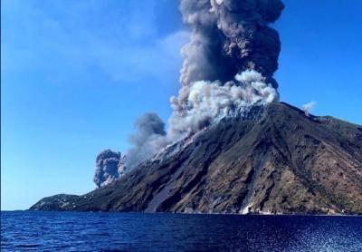В Італії почалося виверження вулкану: один турист загинув