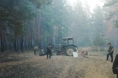 Біля Станиці Луганської горить замінований ліс: підірвався тракторист