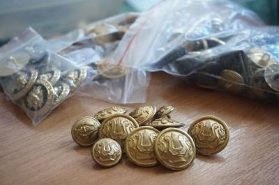 Музичні, брендові, кокосові: Чернівчанин зібрав величезну колекцію  гудзиків