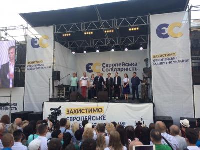 Порошенко приїхав до Чернівців: представляє свою команду - фото