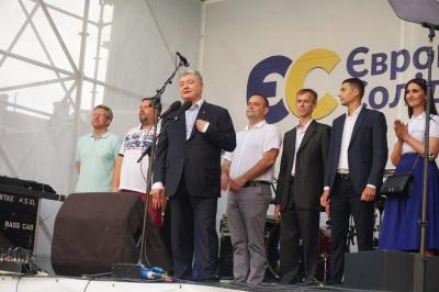 «Путіну потрібна Буковина і Закарпаття»: про що говорив Порошенко в Чернівцях - фото