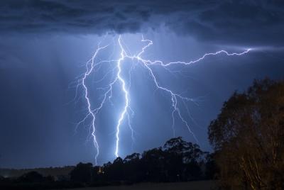 Завтра на Буковині очікується гроза, дощ і сильний вітер