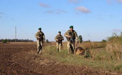 На Буковині на кордоні знову стріляли: контрабандисти втекли, покинувши ящики із цигарками