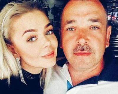 Співачка Аліна Гросу приїхала на Буковину: агітує за свого батька, який іде в депутати