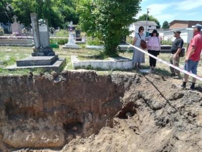 На Тернопільщині на сміттєзвалище вивезли 14 могил