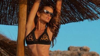 34-річна Ізабель Гулар продовжує хизуватися розкішною фігурою на відпочинку: пікантні фото