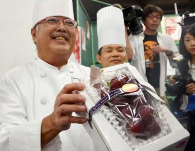 Гроно винограду в Японії за 11 тисяч доларів