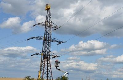 Мешканці Хотинщини тиждень без світла: електролінії ще не відновили