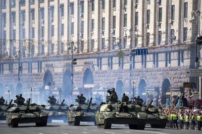 Військового параду на День Незалежності не буде, - Зеленський