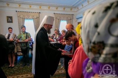 «Били поклони, аби їх пробачили»: одна з парафій ПЦУ повернулась до Московського патріархату