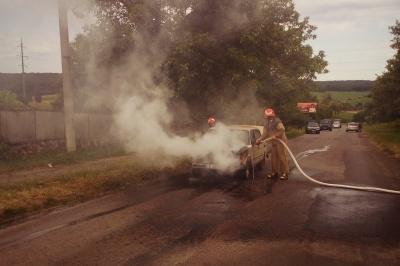 На Буковині під час руху спалахнули «Жигулі»