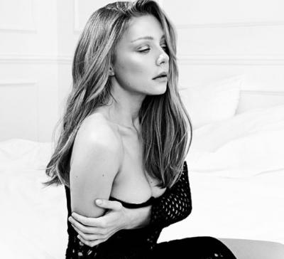 Тіна Кароль оголила груди в кадрі - фото
