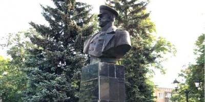 Влада Харкова повернула пам'ятник Жукову на постамент — фото