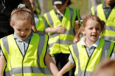 З 1 вересня школярі носитимуть світловідбивні жилети