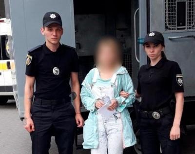 Чернівчанка представлялась директоркою турфірми та ошукала десяток людей: суд обрав жінці запобіжний захід