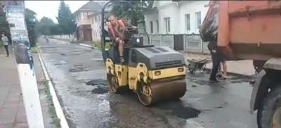 У калюжах під дощем: як на Буковині ремонтують дороги - частина 2