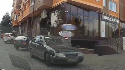 У Чернівцях патрульні виявили автівку з фальшивими документами