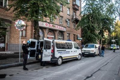 Невідомі з гранатомета обстріляли телеканал, що пов'язують з Медведчуком - фото