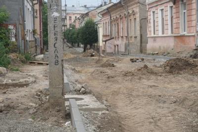 «Ні швидка не заїде, ні пожежна»: чому не можуть завершити ремонт вулиці Переяславської