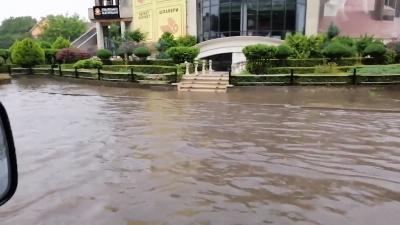 Сильна злива знову затопила вулицю Головну в районі друкарні – відео