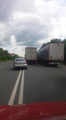 Перекриття Хотинської: на в'їзді в Чернівці утворились затори з фур - фото
