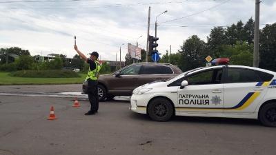 Вулиця Хотинська в Чернівцях досі перекрита - фото