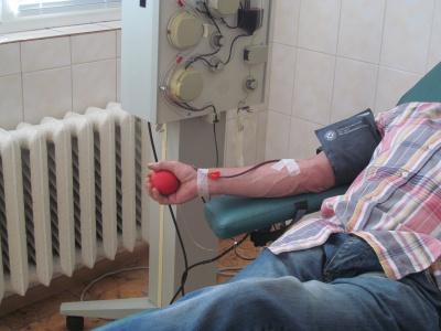 У Чернівцях небайдужі здають кров для важкохворих людей - фото