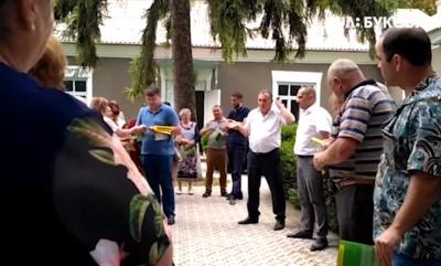 «Будете советовать своим детям»: на Буковине чиновник нахамил журналистам - видео