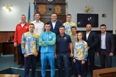 У Чернівцях Каспрук нагородив спортсменів-каратистів - фото