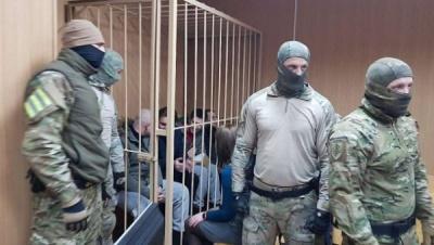 Полоненим морякам продовжили арешт