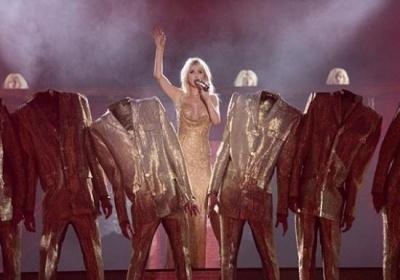 Світлана Лобода покрасувалася у відвертому вбранні на концерті в Росії - фото