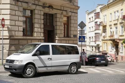 Чому в Чернівцях досі не працює інспекція з паркування