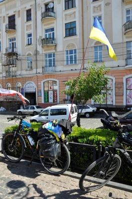 Із Варшави на велосипедах: як священник із молоддю подорожує світом