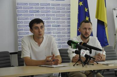 Безкоштовно два дні мив авто: як на Буковині кандидати агітували за себе