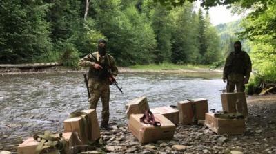 """Контрабандисти-попелюшки: тікаючи від прикордонників """"загубили"""" товару на 300 тисяч гривень"""