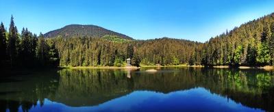 Пара з Чернівців розповіла про свій медовий місяць на озері Синевир