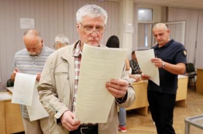 У Чернівцях виборець зім'яв бюлетень і виніс його за межі дільниці